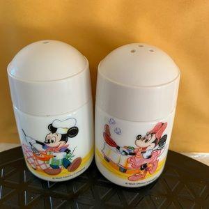 Disney Mickey Minnie Salt & Pepper shakers Japan